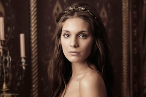Caitlin Stasey As Kenna Wallpaper