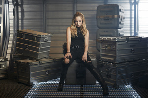 Caity Lotz In Legends Of Tomorrow Wallpaper