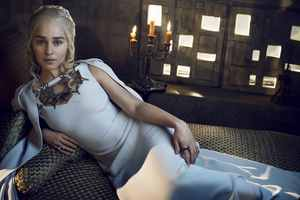 Daenerys Targaryen In Game Of Thrones Tv Series Wallpaper