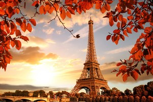 Eiffel Tower Autumn Season 4k 5k