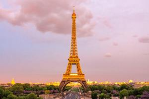 Eiffel Tower In Paris Wallpaper