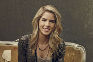Emily Bett Rickards 2017 Wallpaper