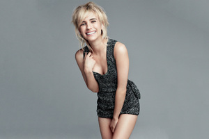 Emma Roberts Allure 2017 Wallpaper