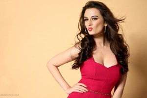 Evelyn Sharma 6
