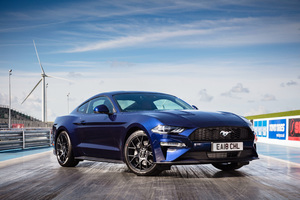 Ford Mustang EcoBoost Fastback 2018 Wallpaper