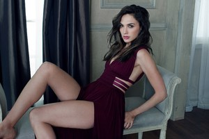 Gal Gadot Hot Wallpaper