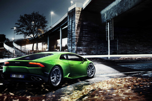 Green Lamborghini Huracan 8k Wallpaper