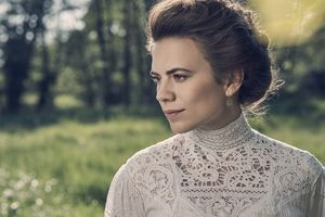 Hayley Atwell As Margaret Schlegel In Howards End Wallpaper