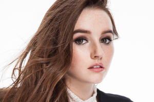 Kaitlyn Dever Wallpaper