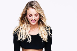 Kaley Cuoco 2017 Wallpaper