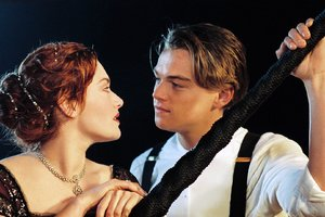 Kate Winslet And Leonardo In Titanic Movie
