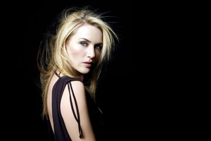 Kate Winslet Blonde Hairs