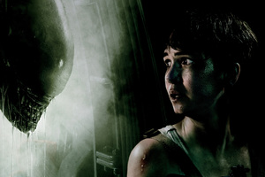 Katherine Waterston Facing Xenomorph Alien Wallpaper