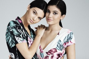 Kendall And Kylie Jenner Pacsun Photoshoot 4k
