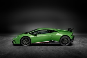 Lamborghini Huracan Performante 2019 Side View