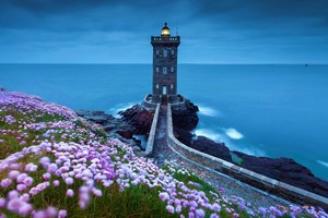Lighthouse Spring Wallpaper
