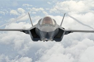 Lockheed Martin F-35 Lightning 2 Wallpaper