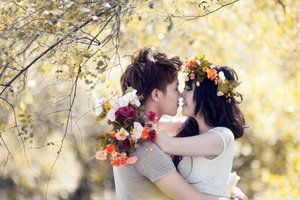 Love Couples With Flowers Wallpaper