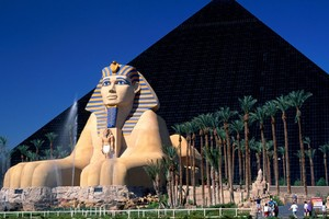 Luxor Hotel In Las Vegas Wallpaper