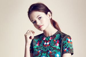 Mackenzie Foy Wallpaper