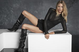 Martha Hunt People 2018 Wallpaper