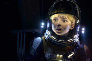 Max Jenkins In Lost In Space Wallpaper