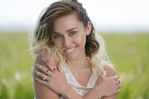 Miley Cyrus Smiling Wallpaper