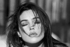 Monica Bellucci Monochrome Wallpaper