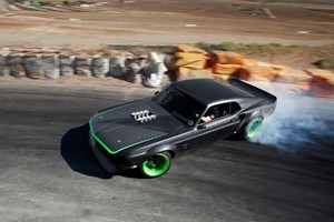 Muscle Car Drifting
