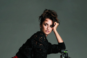 Penelope Cruz Esquire 201 Wallpaper