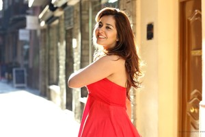 Rashi Khanna 3 Wallpaper