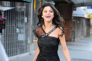 Selena Gomez In Black Dress Cute