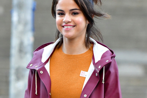 Selena Gomez Smiling Wallpaper