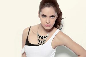 Shazahn Padamsee Indian Celebrity Wallpaper