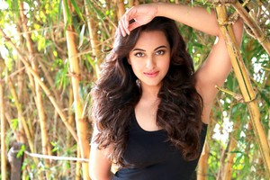 Sonakshi Sinha 5 Wallpaper