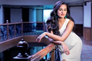Sonakshi Sinha Wide Wallpaper