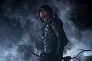 Stephen Amell As Oliver Queen Wallpaper