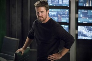 Stephen Amell Oliver Queen Season 6