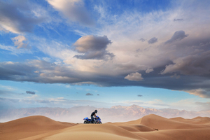 Suzuki Hayabusa In Desert 5k Wallpaper