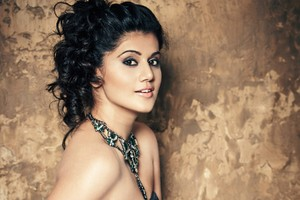Taapsee Pannu 2 Wallpaper