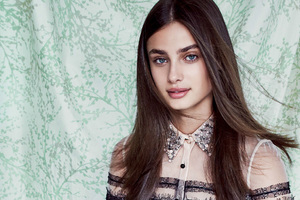 Taylor Hill Vogue Us Wallpaper