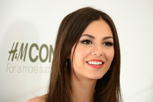 Victoria Justice Actress Wallpaper