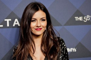 Victoria Justice Cute Wallpaper
