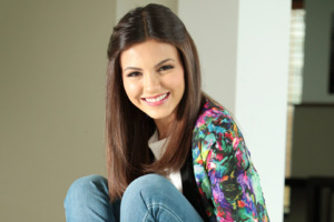 Victoria Justice Smiling Wallpaper