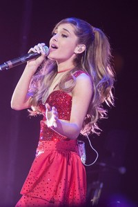 Ariana Grande Singing Son