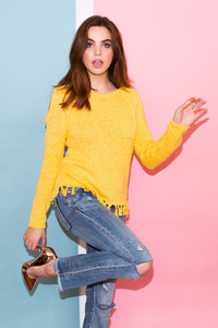640x960 Bailee Madison Coveteur Photoshoot