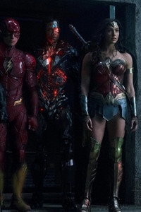 320x568 Batman Flash Cyborg And Woman Woman In Justice League