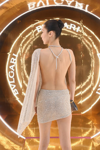 720x1280 Bella Hadid Backless