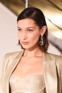 640x1136 Bella Hadid New York Fashion Week