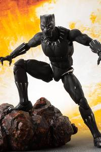 1125x2436 Black Panther Action Figure 5k